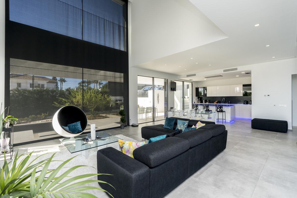 House in Bel Air R3914512 5
