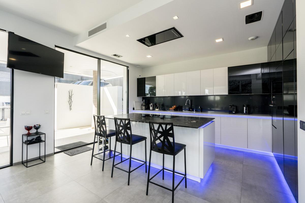 House in Bel Air R3914512 7