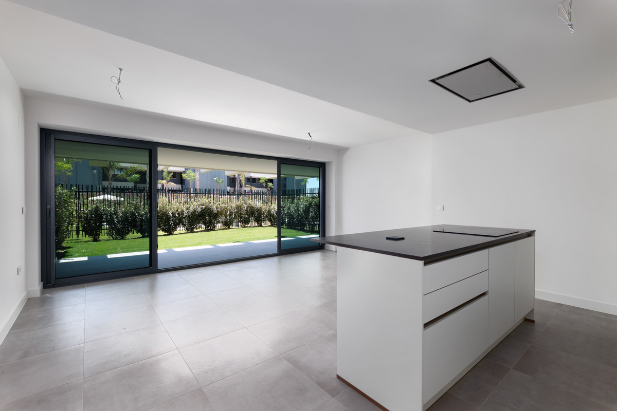 Brand new ground floor 2-bedroom apartment near La Resina Golf, Selwo, on the New Golden Mile, Estep,Spain