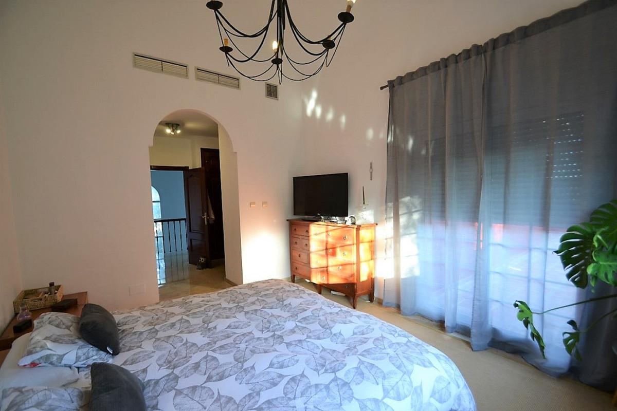 House in Bel Air R3501067 16