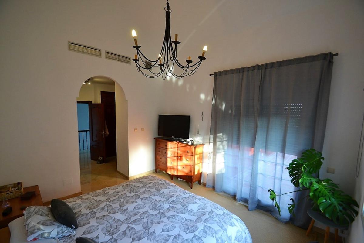 House in Bel Air R3501067 19