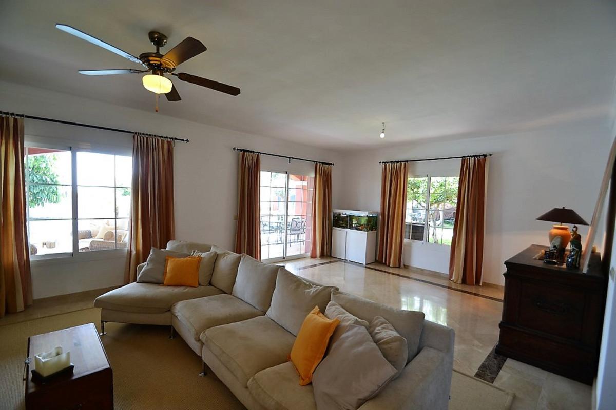 House in Bel Air R3501067 2