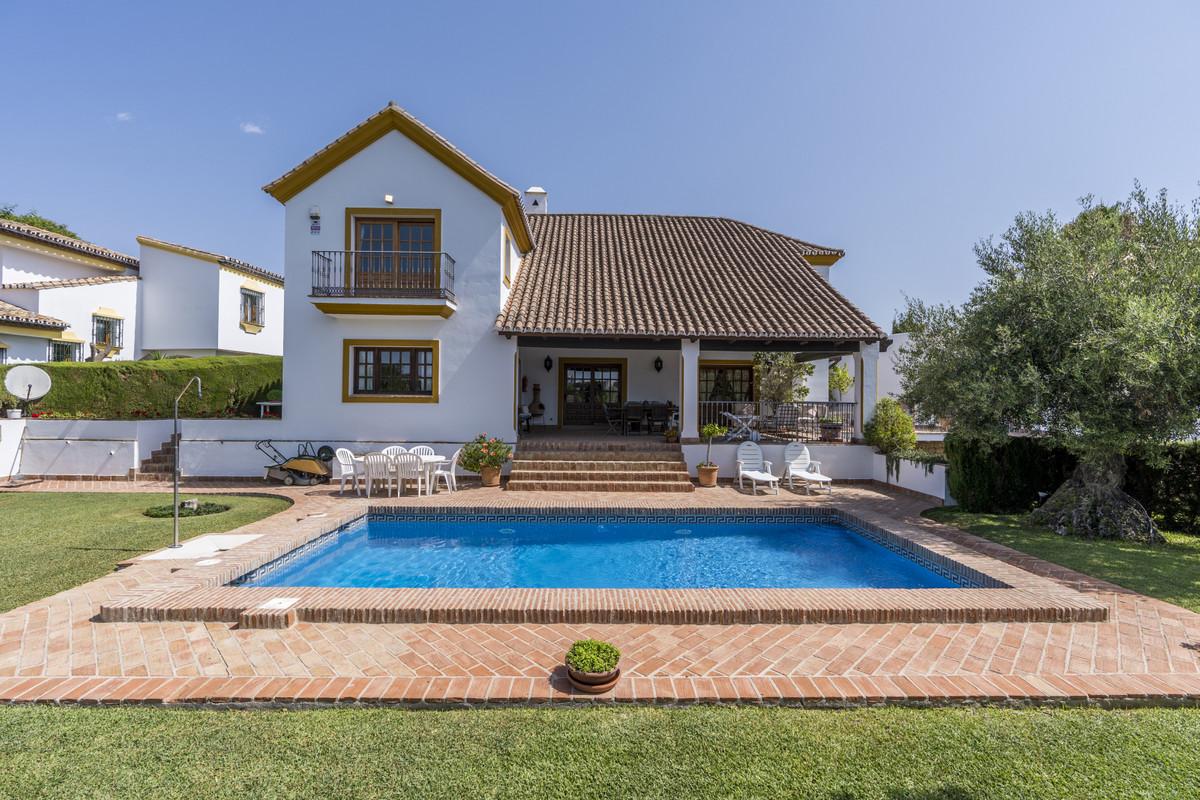 Detached Villa for sale in El Paraiso R3467860
