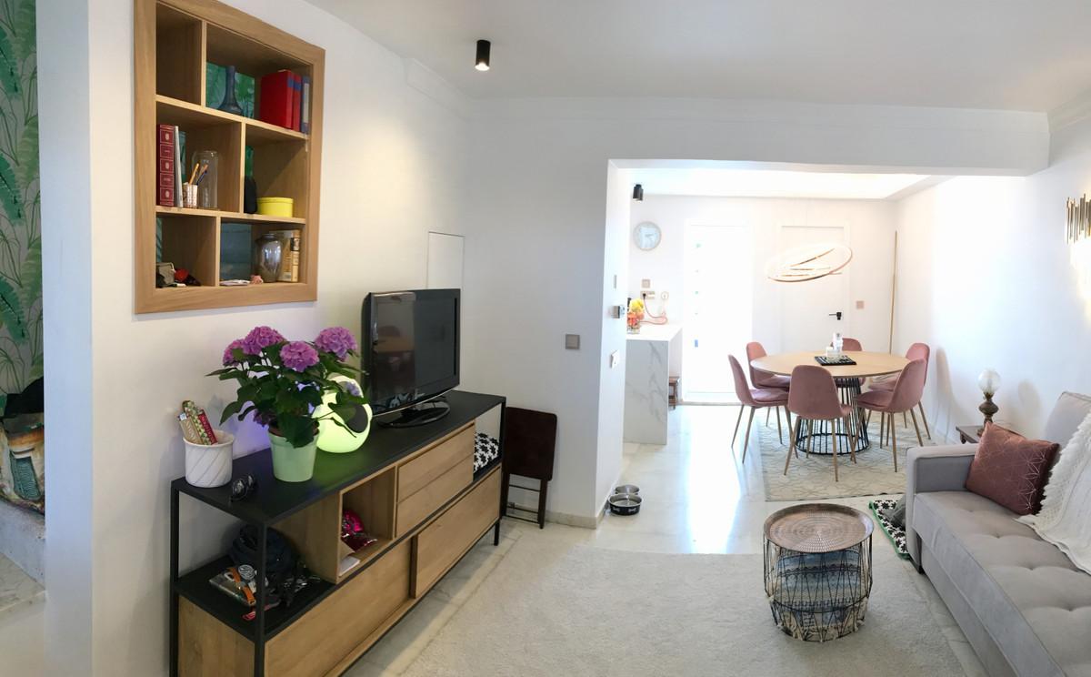 Top Floor Apartment for sale in El Paraiso R3561421