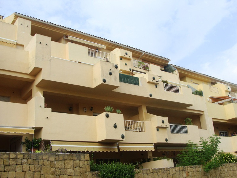 Middle Floor Apartment, New Golden Mile, Costa del Sol. 2 Bedrooms, 2 Bathrooms, Built 120 m², Terra,Spain