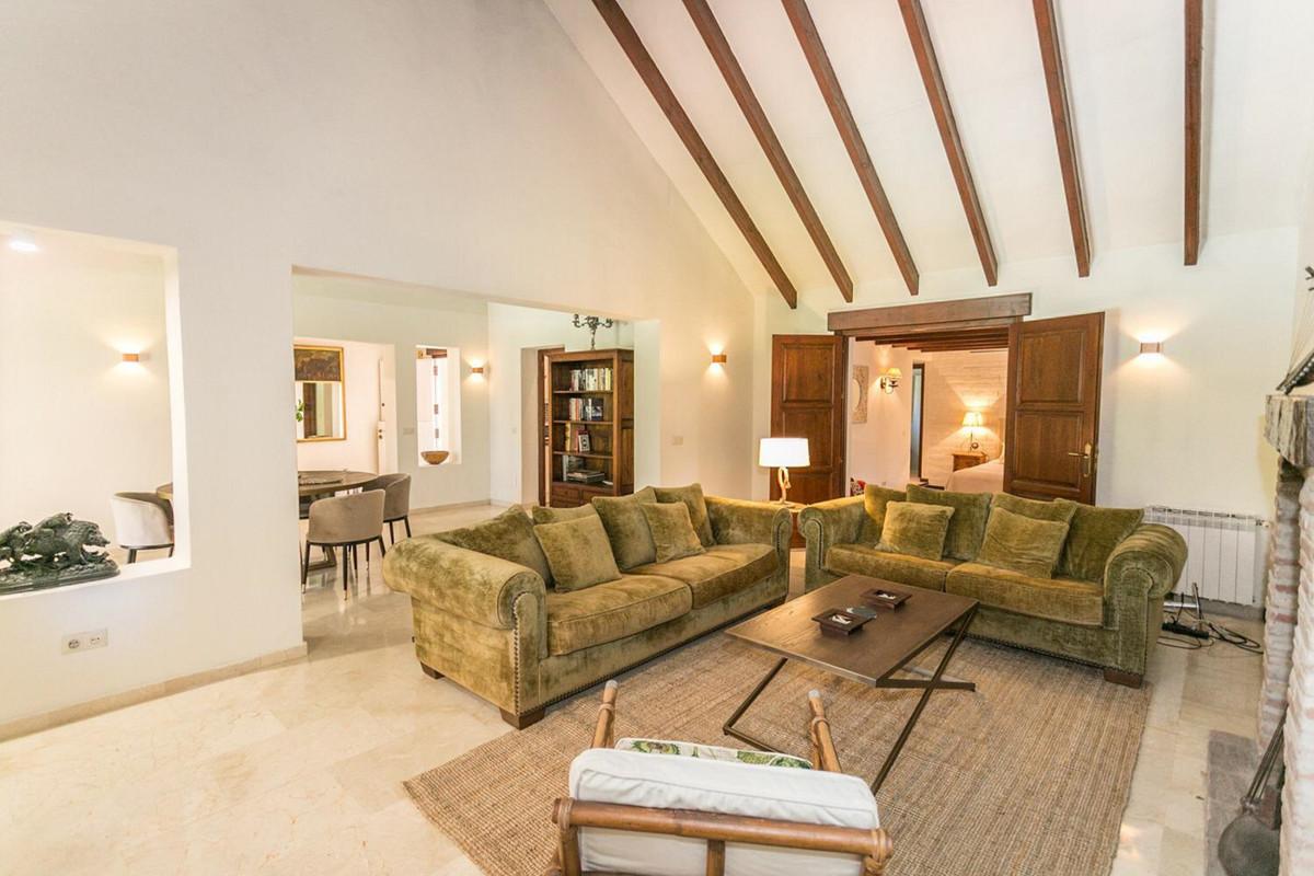 Villa - Villa, El Paraiso, Costa del Sol 4 Bedrooms, 3 Bathrooms, Built 173 m², Terrace 27 m². CHARM,Spain