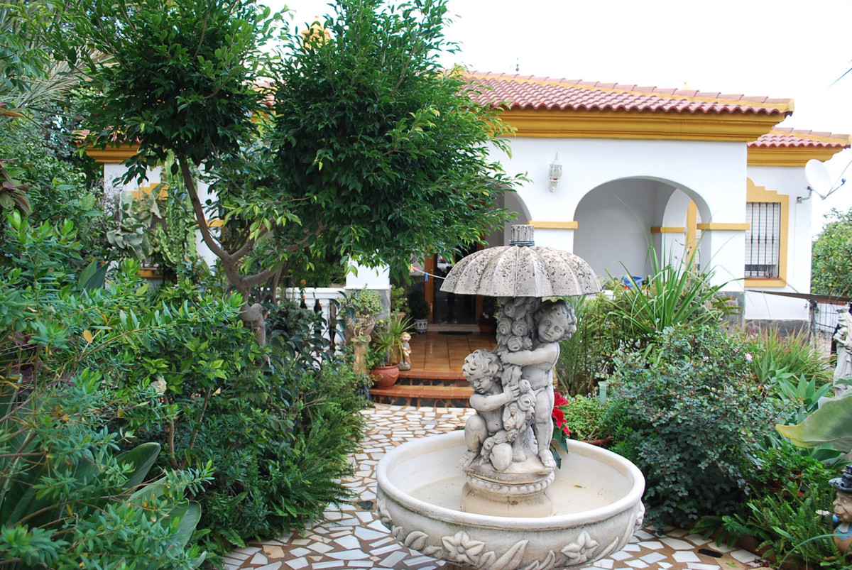 Nice bungalow in one of the bests urbanisations of Alhaurin de la torre, big plot with lots of posib,Spain
