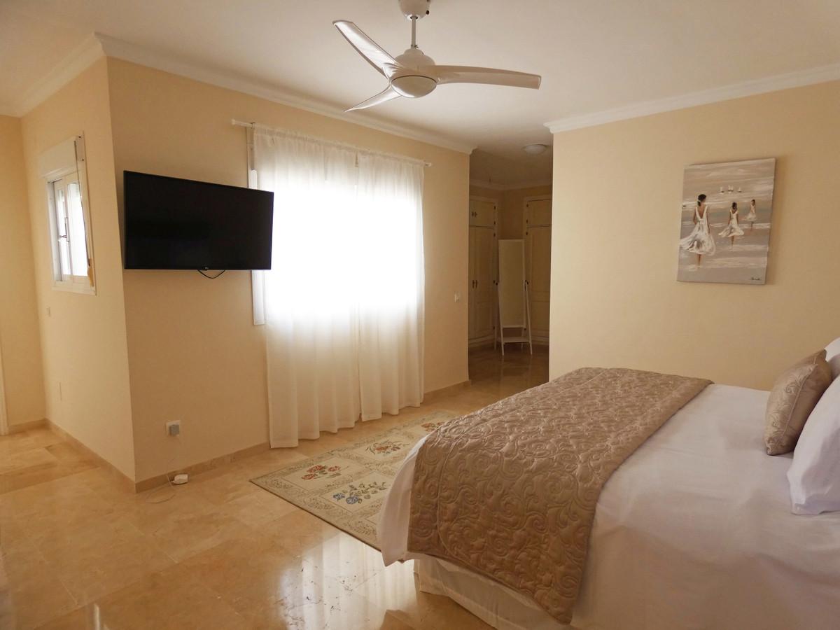House in Alhaurin Golf R3681662 12
