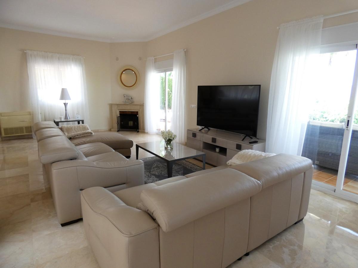 House in Alhaurin Golf R3681662 3