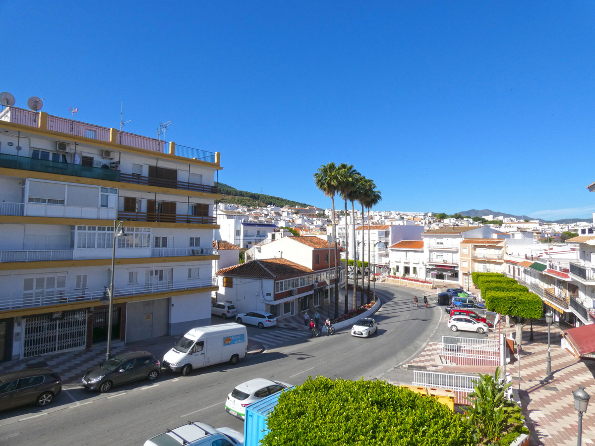 Bright and spacious apartment located on the main street of Alhaurin el Grande. The property is in a,Spain