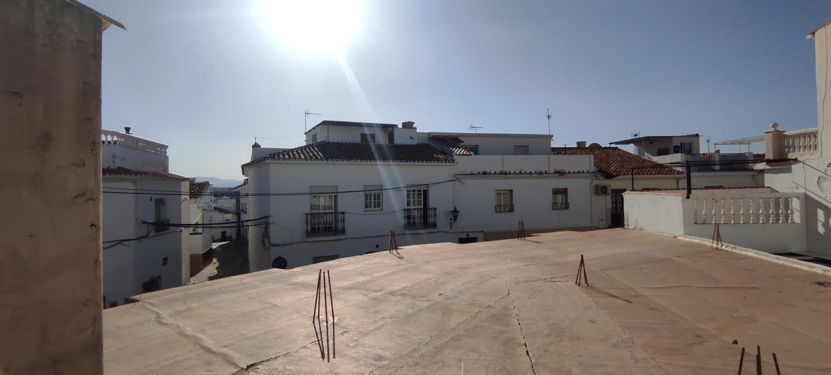Fantastic offer! Commercial premises / garage with the possibility of building an apartment upstairs,Spain