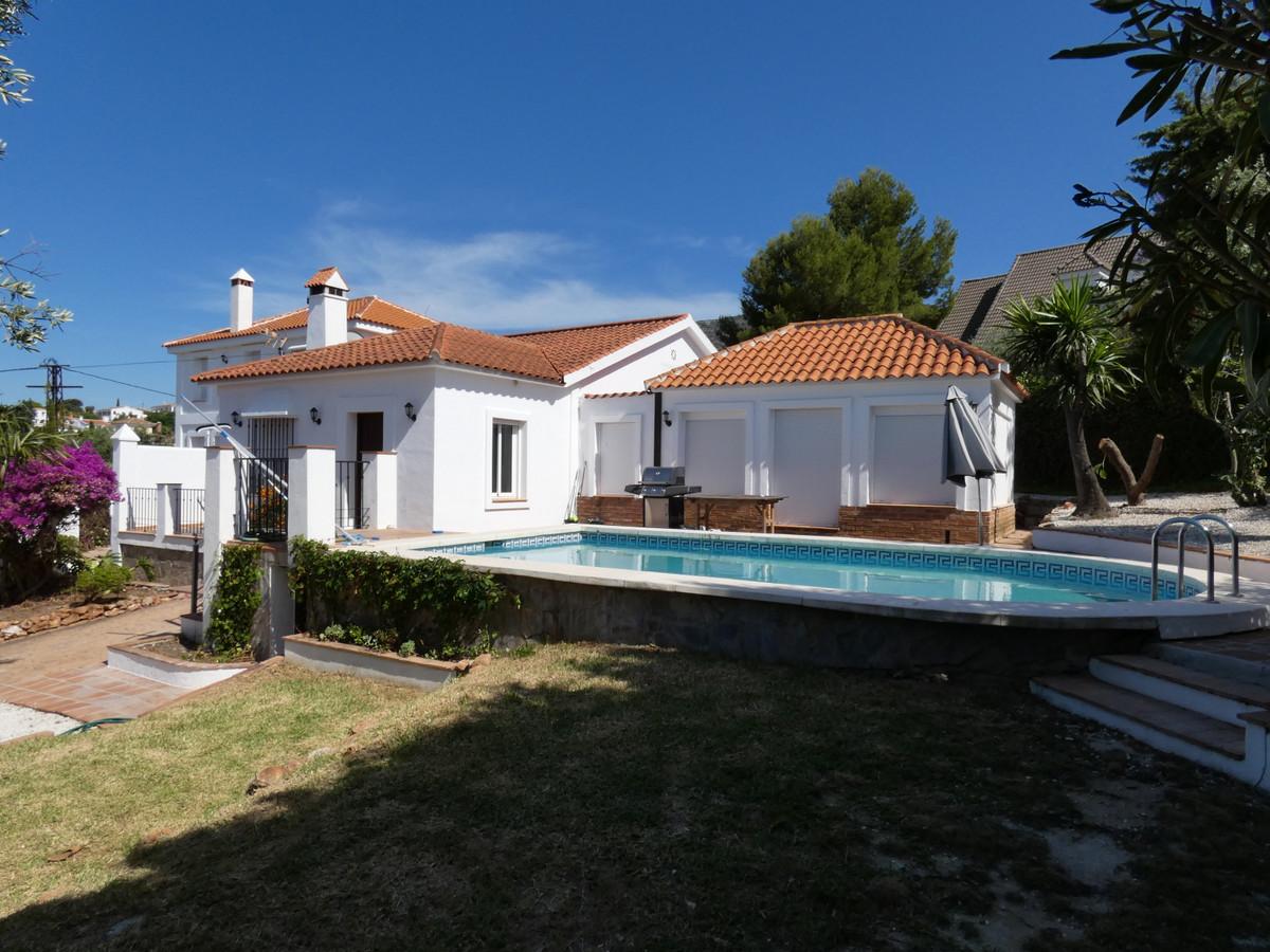 Stunning 2-storey modern villa within walking distance to the beautiful white village of Alhaurin el,Spain