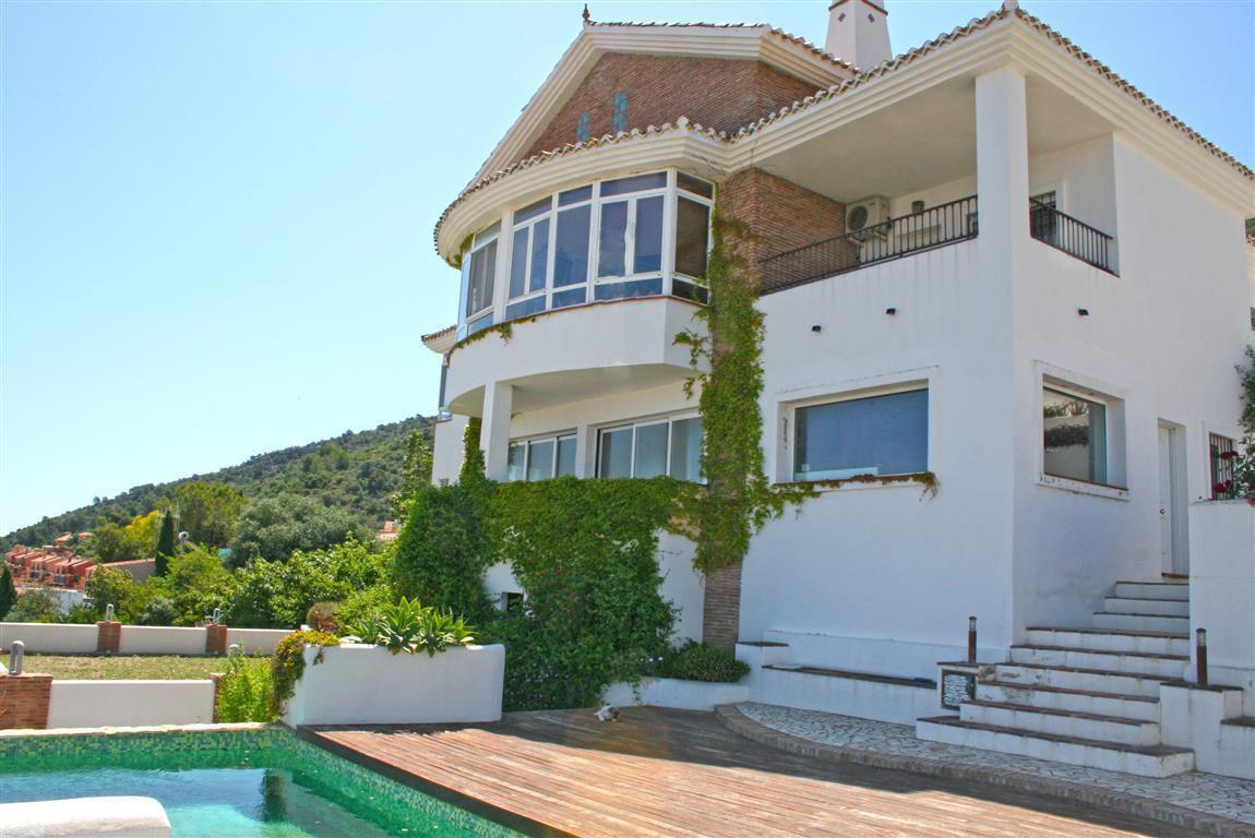 Beautiful villa in a very popular urbanisation in Alhaurin de la Torre. The property has stunning vi,Spain