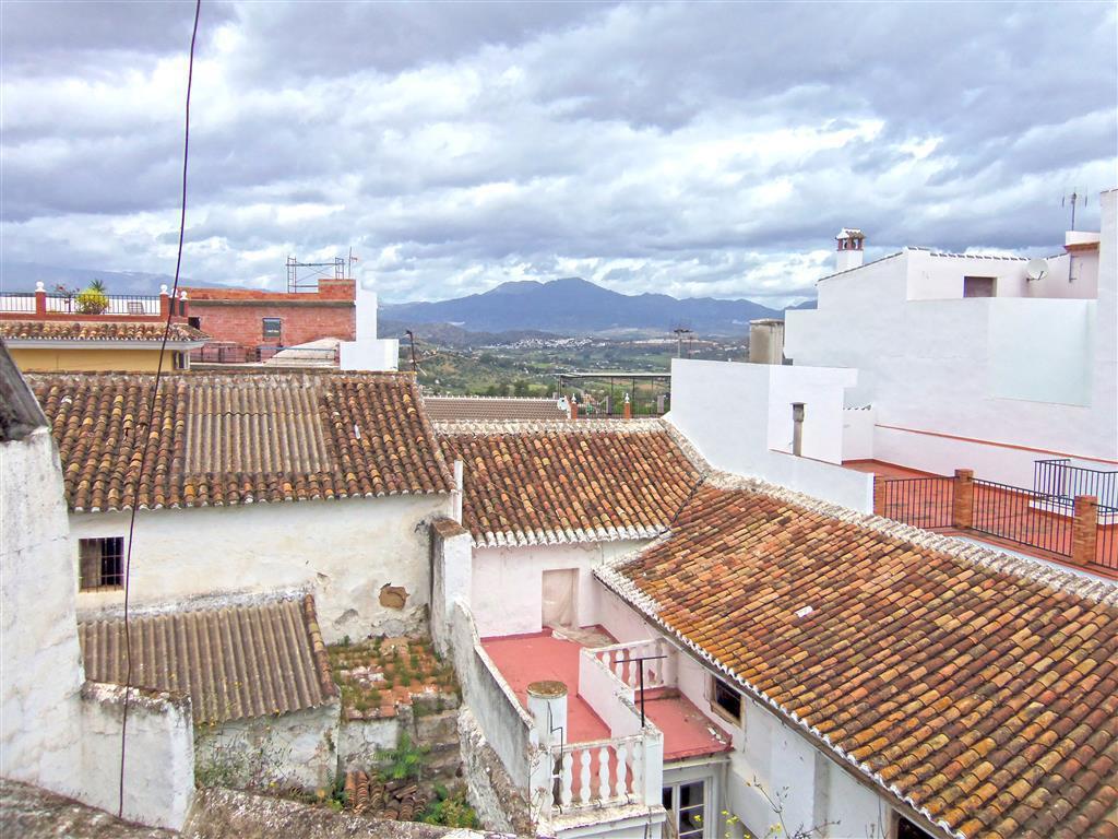 Unifamiliar Adosada 5 Dormitorio(s) en Venta Alhaurín el Grande