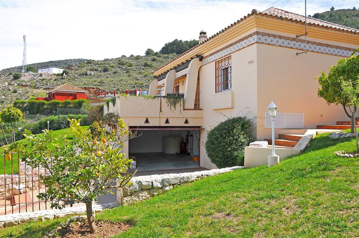 Detached one floor villa, fully furnished and comprises of a fully kitchen, utility room, spacious l,Spain