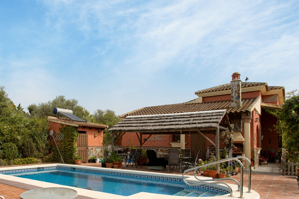 Beautiful and traditionally rustic property located on a small country lane very close to the villag,Spain