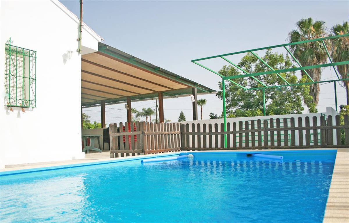Fantastic practical and bright house located within walking distance to the town of Coin and has lov,Spain