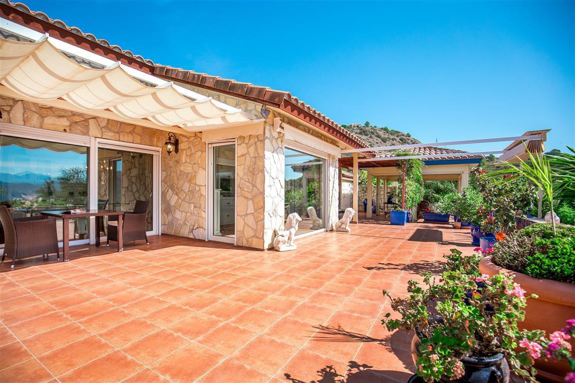 Villa 13 Dormitorios en Venta Alozaina