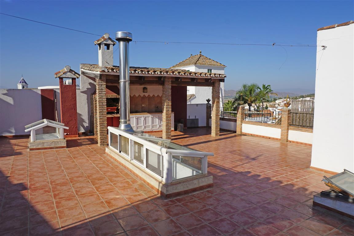 Stunning and unique townhouse in the heart of Alhaurin el Grande with tons of character! The propert,Spain