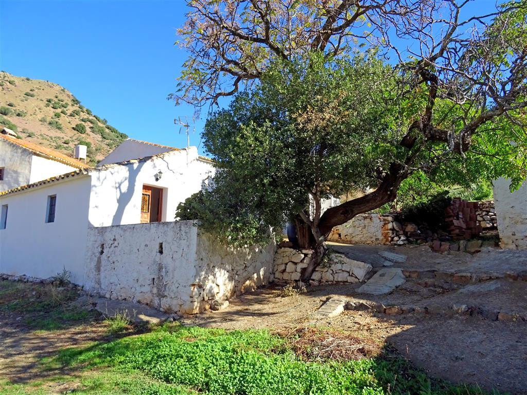 Large plot of rustic land near to Almogia with a house, large storehouse and corral needing a comple,Spain