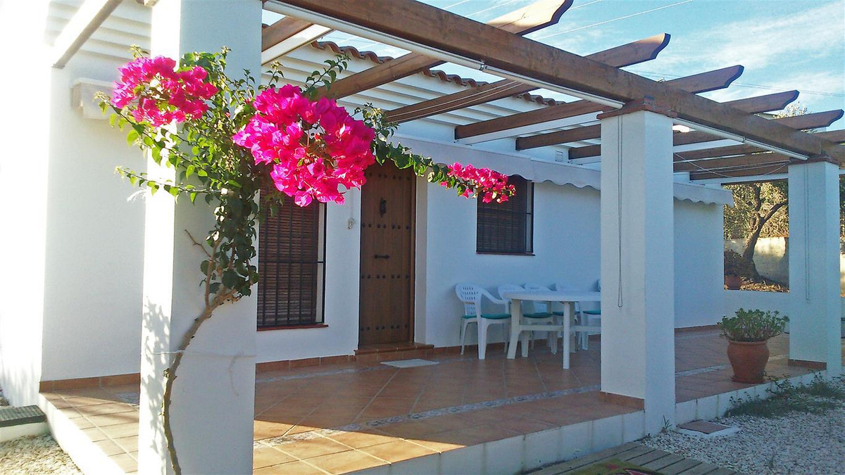 A fantastic country home in Coin, located in a very quiet area yet very close to town. The house com,Spain