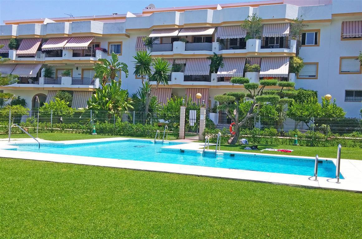 Middle Floor Apartment for sale in Alhaurín el Grande R86404