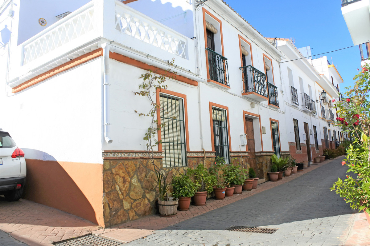 House in Guaro R65916 2