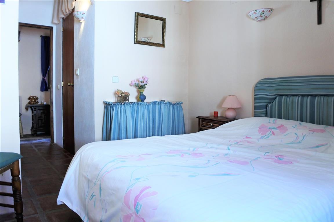 House en Guaro R65916 13