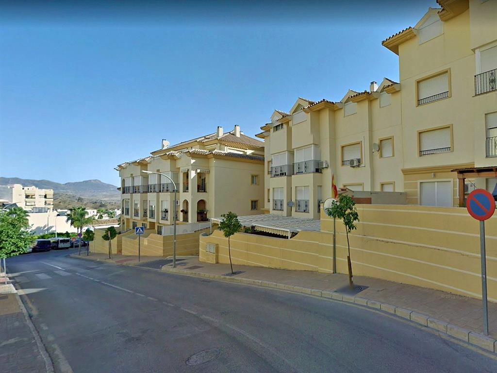 Spacious and bright apartment with 4 bedrooms and 2 bathrooms in one of the best areas of Coin. The ,Spain