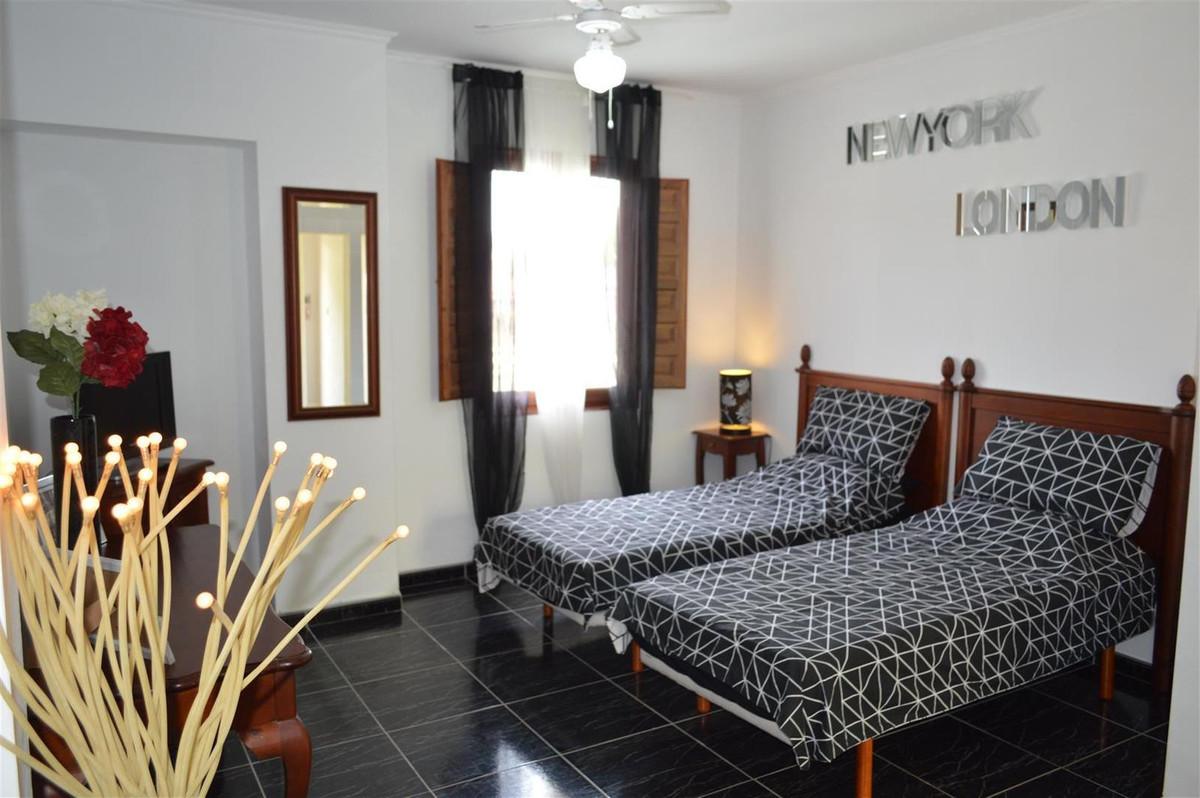 House in Alora R187841 21