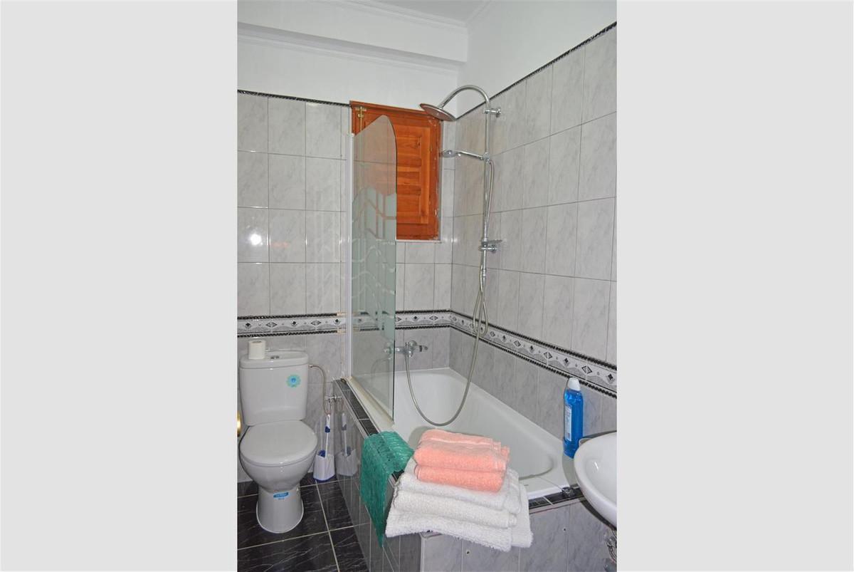 House in Alora R187841 26