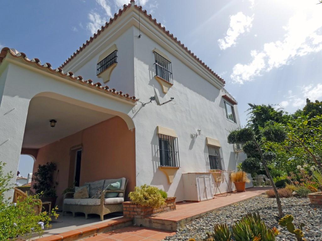 Fantastic opportunity to buy a villa in the beautiful urbanisation of Buenavista, located between Al,Spain