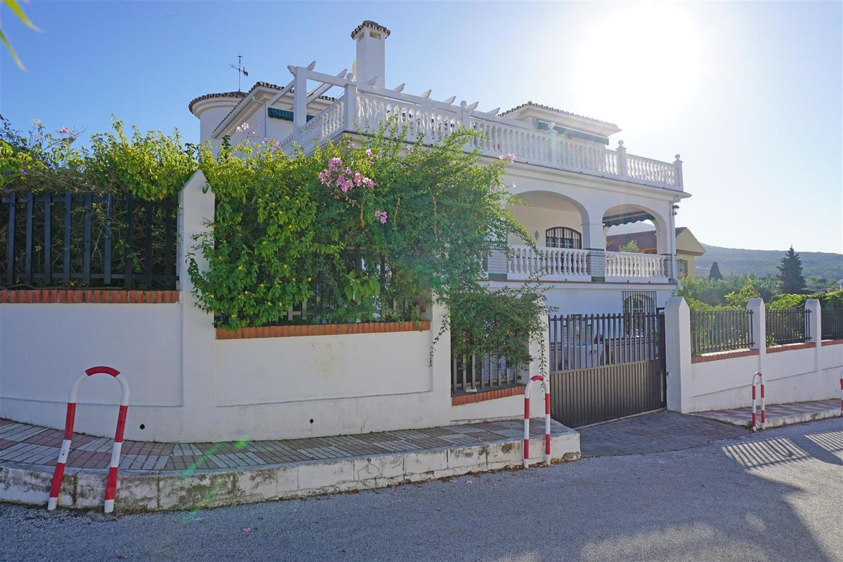 Large detached villa in one of the most prestigious urbanisations of Alhaurin el Grande with communaSpain