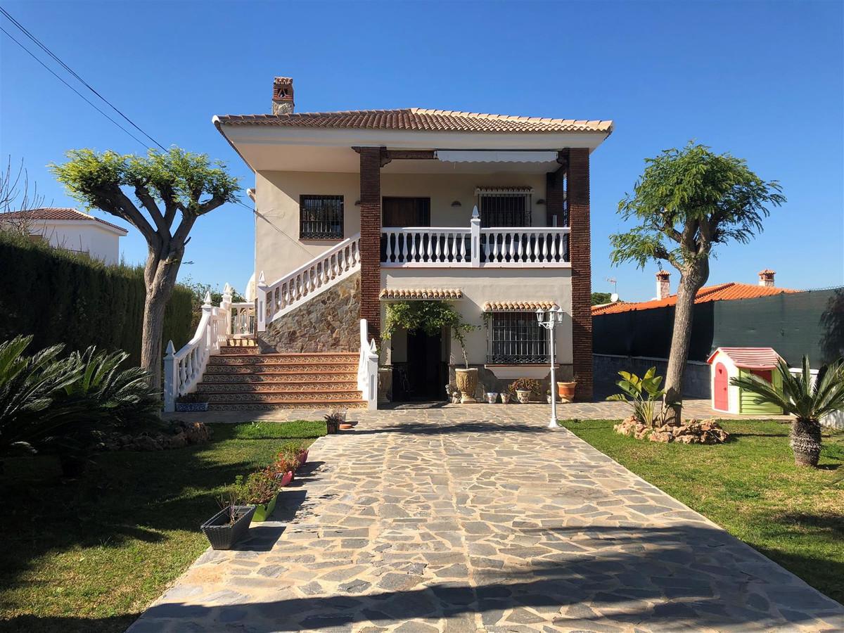 Beautiful villa located in a popular urbanization of Alhaurin de la Torre. The property has a plot o,Spain