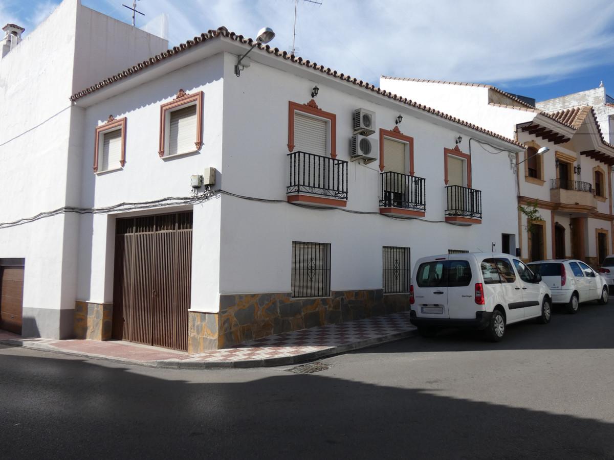 Townhouse in Alhaurín el Grande R3419449