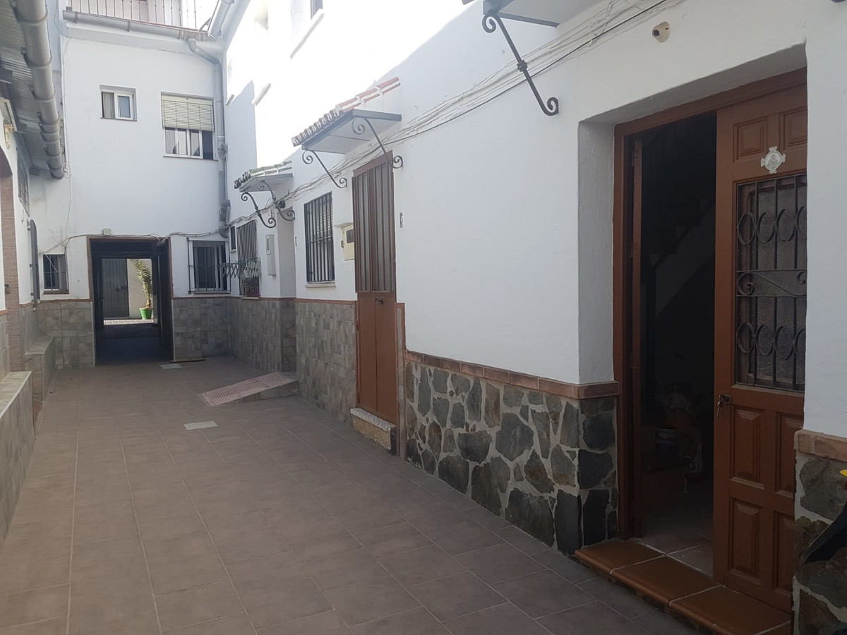 Townhouse in the centre of Coín, currently being