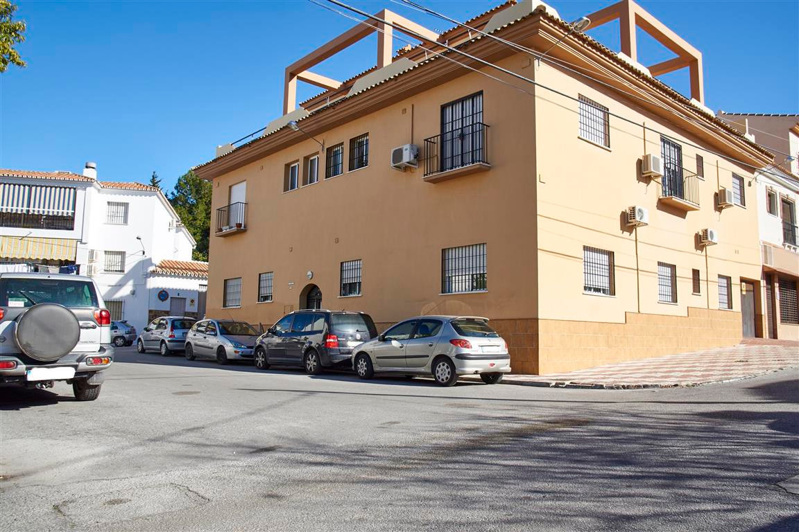 Middle Floor Apartment for sale in Alhaurín el Grande R237625
