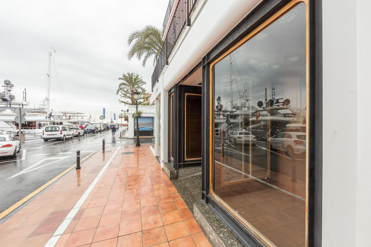 Commercial premises for sale in Puerto Banus. Fantastic commercial premise space located in Puerto B,Spain