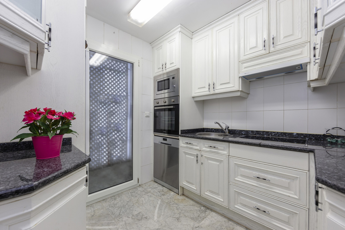 Apartamento Planta Media en Puerto Banús, Costa del Sol