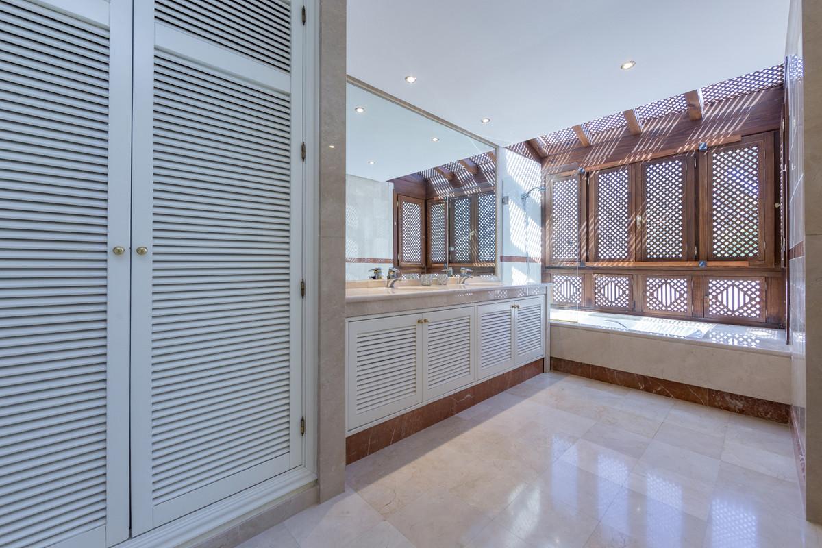Apartamento con 5 Dormitorios en Venta Puerto Banús