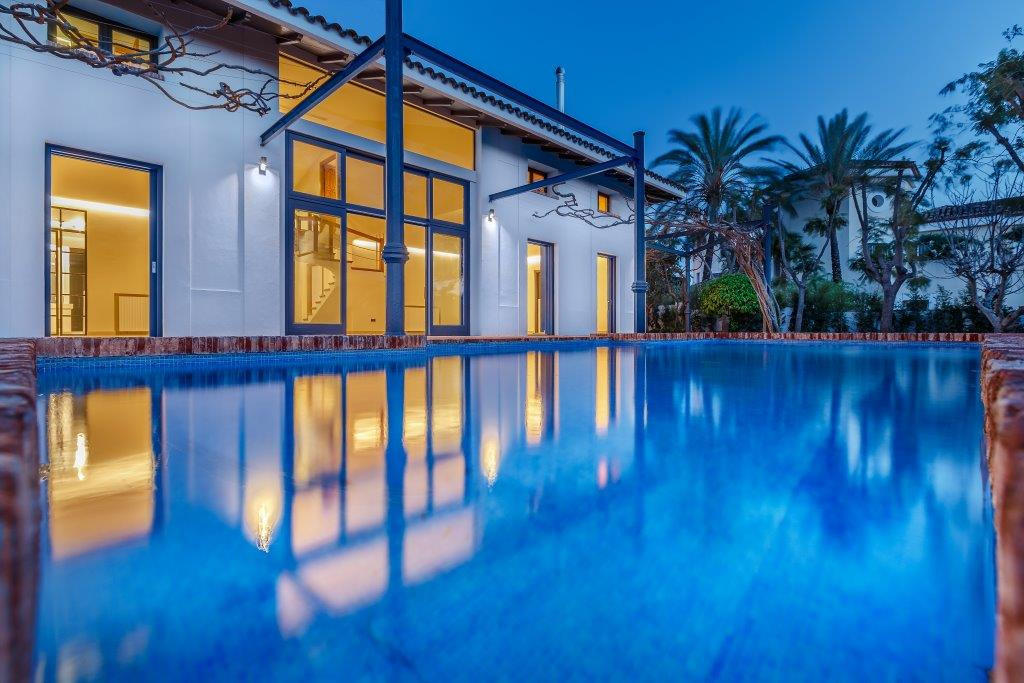 Fantastic contemporary luxurious villa. Completely renovated in 2017 this beautiful residential dwel,Spain