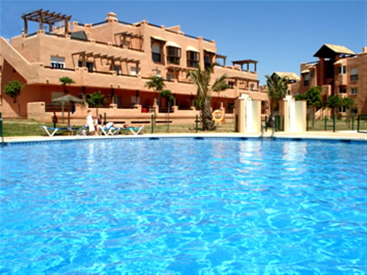 This lovely, bright ground floor apartment is situated in the peaceful, gated community of Casares d,Spain