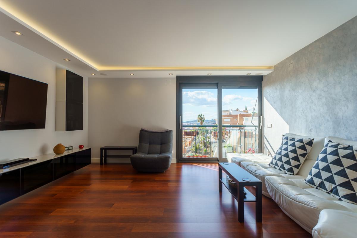 Luxury reformed american flat with real hardwood floors, beautiful views, community rooftop, lift, a,Spain