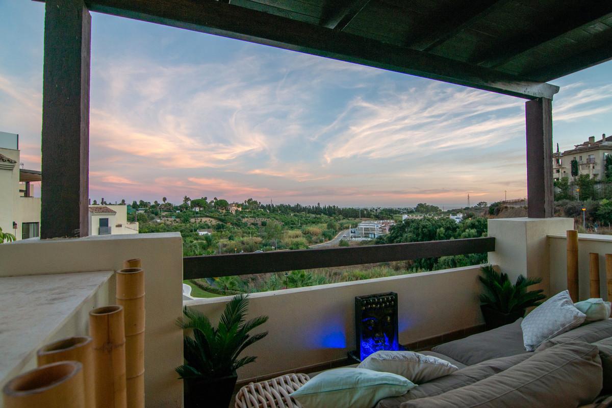 Penthouse, Selwo, Costa del Sol. 2 Bedrooms, 1 Bathroom, Built 79 m², Terrace 75 m².  Setting : Clos,Spain