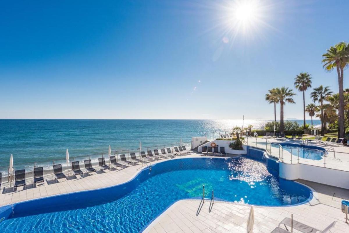 Detached Villa, Estepona, Costa del Sol. 4 Bedrooms, 3 Bathrooms, Built 152 m², Terrace 30 m².  Sett,Spain