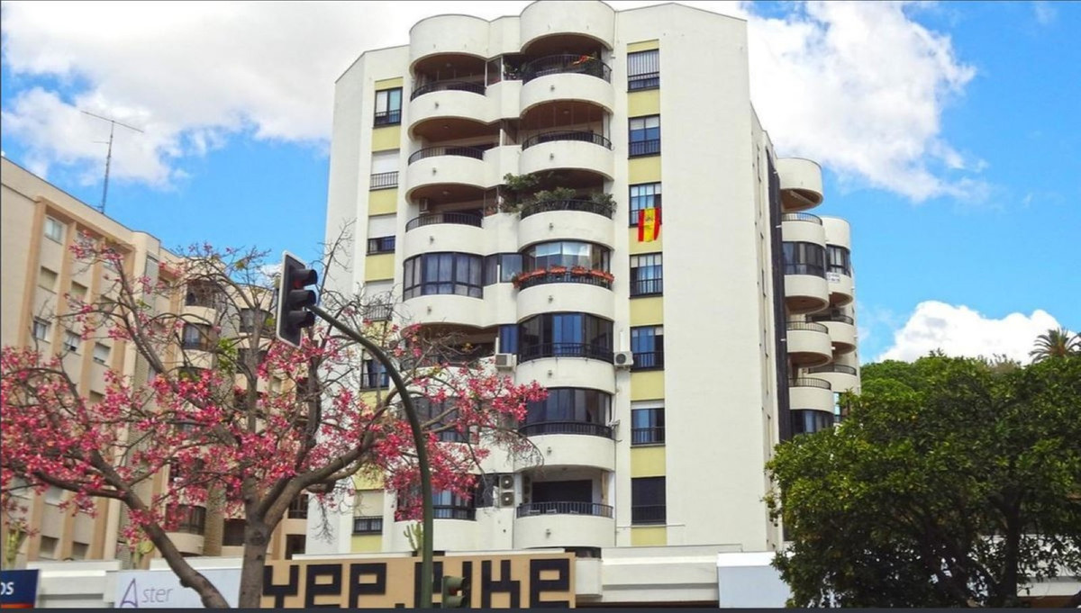 Middle Floor Apartment in Marbella R3439513
