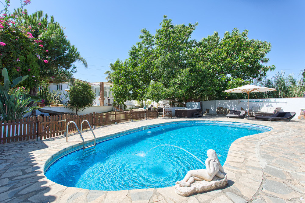 PRICE REDUCED from € 499,000 to € 419,000 and now to just € 390,000 for a quick sale! ----- This spa,Spain