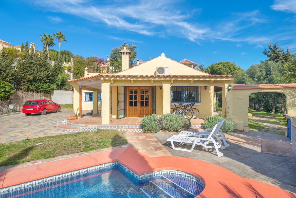 Detached Villa for sale in Estepona R3342469