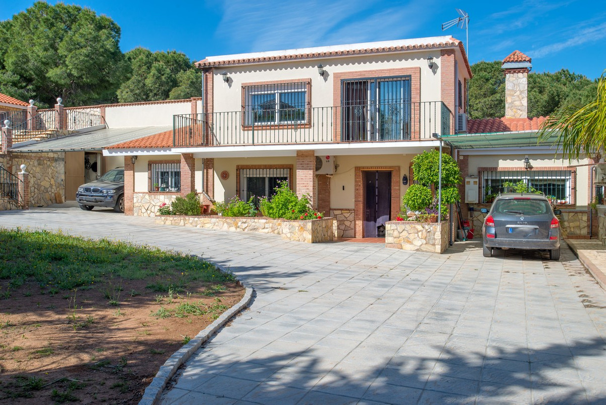 This recently renovated 300 m2 villa with guest house is located in Pinos de Alhaurin, about a 5 min,Spain