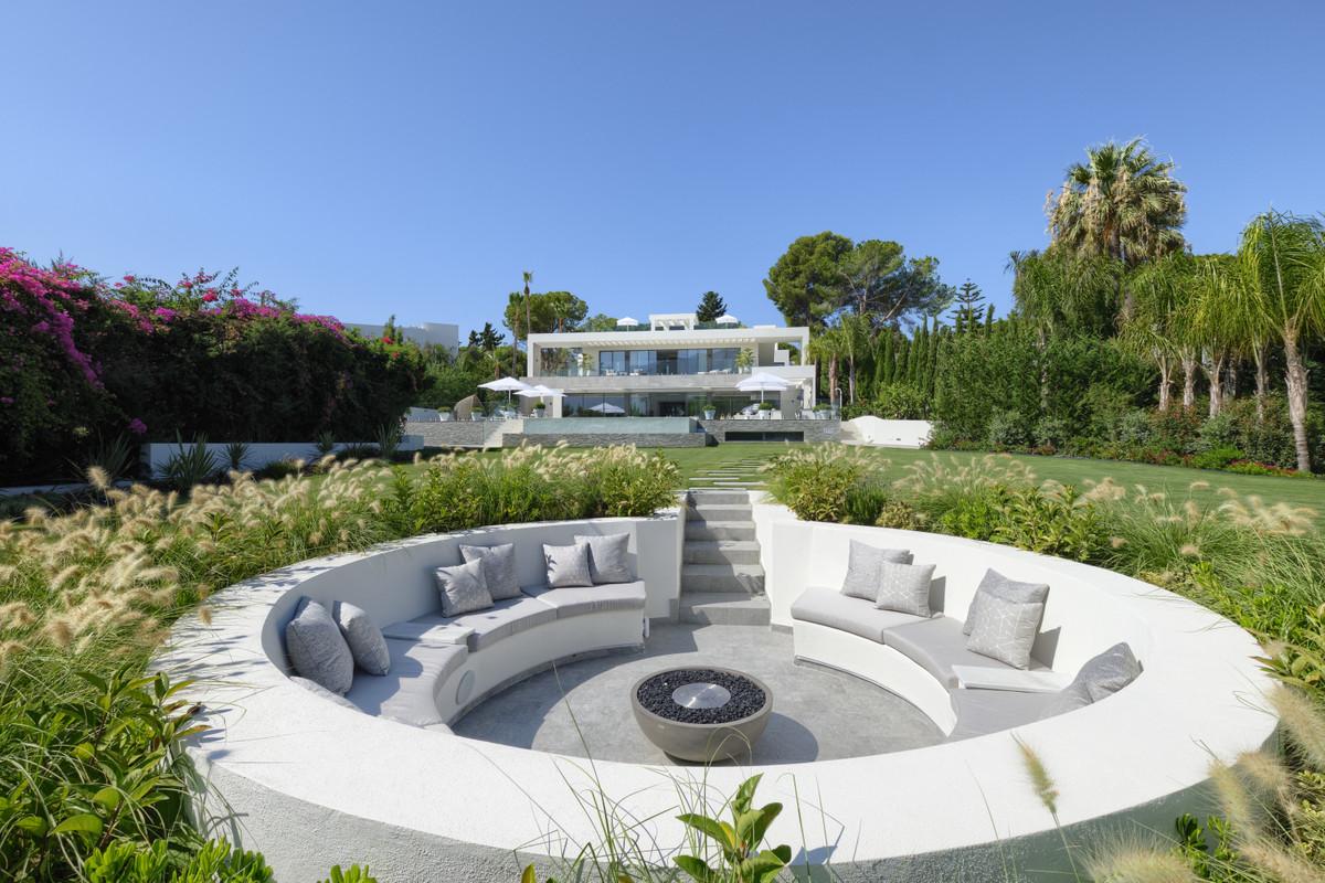 9 Bedroom Villa for sale Nueva Andalucía